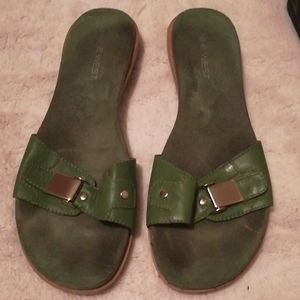 Nine West Green leather sandals size 9